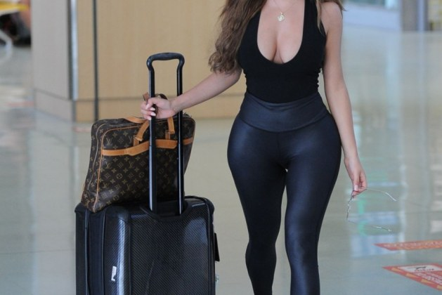 demi_rose_mawby_arrives_at_airport_in_ibiza_08_07_2018_10-gthumb-gwdata1200-ghdata1200-gfitdatamax